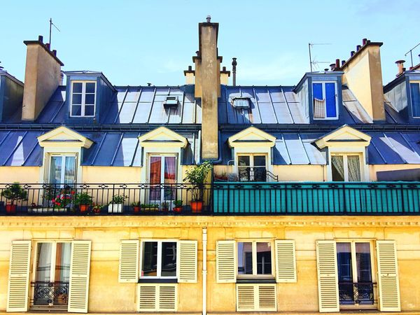 [ Frontal view ] From a rooftop to another rooftop. Typical parisian buildings in Le Marais. From The Rooftop Rooftop Hello World Morning Architecture Building Neighborhood The Minimals (less Edit Juxt Photography) Urban Landscape City EyeEm Bestsellers