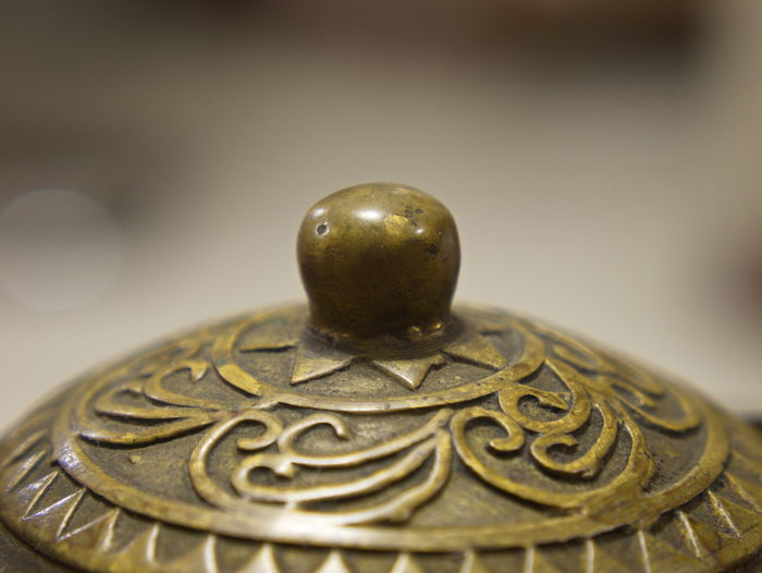 Antique Brass Close Up Close-up Closeup Decoration Focus On Foreground Indoors  Macro Macro Photography Metal No People Old Teapot Teapot Lid