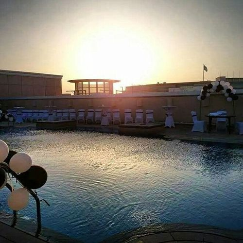 Sunset Poolparty Waterreflections  Dubai Amazing View ThisView Poolside Rooftop