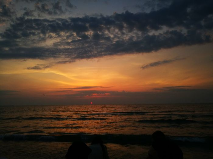 Sunset #sun #clouds #skylovers #sky #nature #beautifulinnature #naturalbeauty #photography #landscape Beachparty