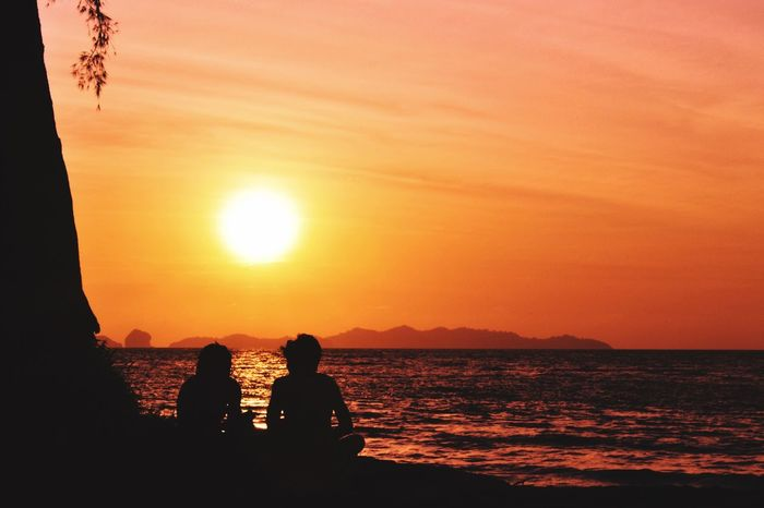 Sunset Sun Beauty In Nature Sea Two People Nature Water Sky Scenics Real People Outdoors Togetherness Sunset_collection Sunset Silhouettes Twilight Twilight Sky Girls Girl Thailand Krabi Silhouette Silhouettes EyeEmNewHere Beauty In Nature Krabi Thailand EyeEmNewHere
