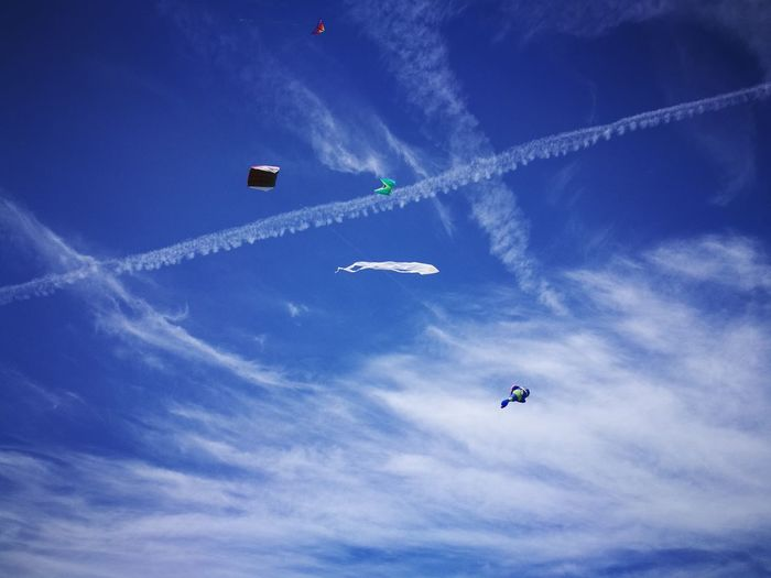 Flying Airshow Mid-air Airplane Sky Air Vehicle Vapor Trail Low Angle View Aerobatics Day Teamwork Outdoors Stunt No People Nature Fighter Plane Kite Flying Kite Childhood Child Leisure Activity People Playing Togetherness The Week On EyeEm