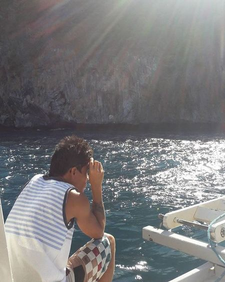 Boatman Sun Sunrays Islandlife Rocks Sea Locals TropicalIsland  Travelforlife Realpeople Elnido Palawan Ph Wowphilippines