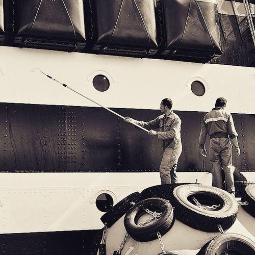 Escale au port Nikonfr Unmomentsidoux Igersfrance Igerspaca Toulon Igerstoulon Var PACA Méditerranée Monbeauquartier TPM Photomed2015 Boat Ships Toulonforever @var_matin