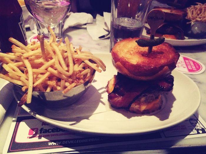 Food Hamburger French Fries Friends Last Night DeVille Montréal