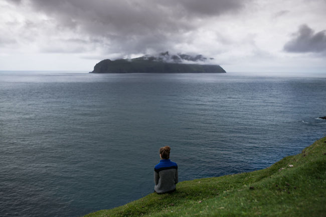 Adult Adults Only Beauty In Nature Cliff Cloud - Sky Coastline Day Faroe Islands Färöer Grass Horizon Over Water Idyllic Landscape Leisure Activity Nature One Person Outdoors People Scenics Sea Serene People Sky Tranquil Scene Tranquility Water