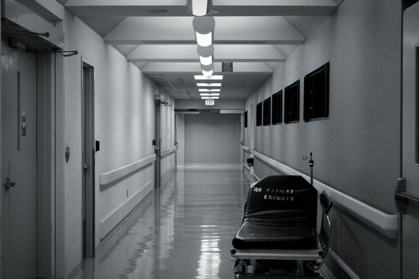 Hospital Hallways Dark Black & White Nightphotography Hanging Out Stretchers Scary Sitram Photo's Creative Light And Shadow