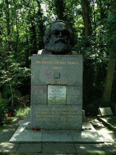 Workers of all Lands Unite  © by Karl Marx🖋️ Highgate Cemetery 🖋️ Highgate Cemetery in London England Uk United Kingdom 🖋️ Grave Graveyard Gravestone Graveyard Beauty Graveyard Collection 🖋️ Cemetery_shots Cemetery Photography 🖋️ Famous Philosophy 🖋️ Famous People Famous Place Celebrity Monument Memories Never Forget