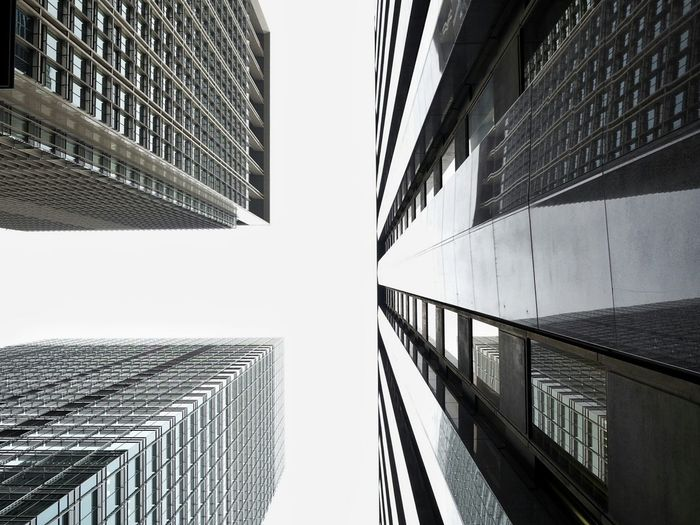 Learn & Shoot: Leading Lines Lookingup Looking Up UrbanphotographyUrban Architecture Urban Landscape Buildings Cloudy Sky