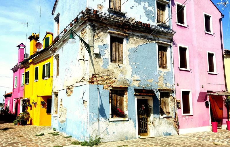 Old Old Houses Empty House. Colorful Urbanphotography Urban Scene Burano, Italy Window Sunlight Door Architecture Sky Building Exterior Built Structure Closed Door Worn Out Wall Front Door