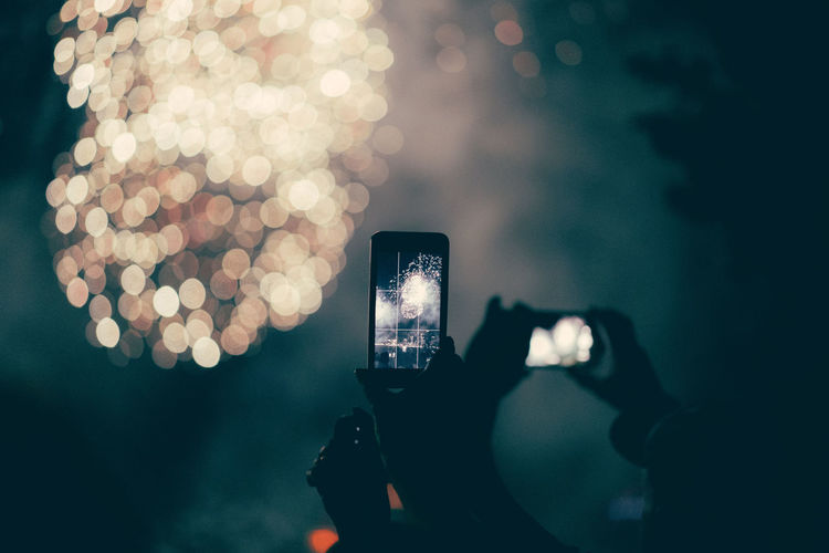 Capture The Moment Celebration Fireworks New Years The Week On EyeEm Bokeh Camera - Photographic Equipment Cellphone Communication Depth Of Field Focus On Foreground Holding Illuminated Leisure Activity Lifestyles Mobile Phone Night Photographing Photography Themes Real People Screen Silhouette Smart Phone Technology Wireless Technology