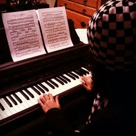 Messing with the piano. Cant really play haha. Piano Having Fun