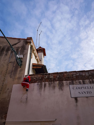 Christmas in Venice Father Christmas Christmas In Venice Climbing Puppets Built Structure Building Exterior Architecture Outdoors Sky Cloud - Sky Day