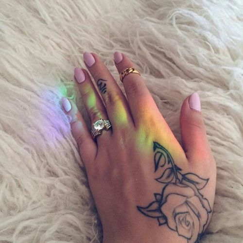 Kali Uchis Tattoo Handtattoo Pinknails Gorgeous Aesthetics Model Photography Style Rainbow Colorful