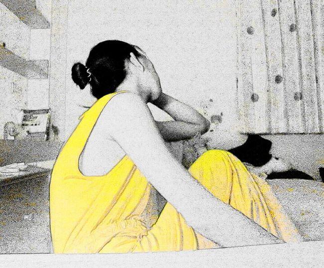Yellow And Black Good Night A Girl Night ✌ 沒有多少時間可以適應了。好像很多話想說,像個孩子……