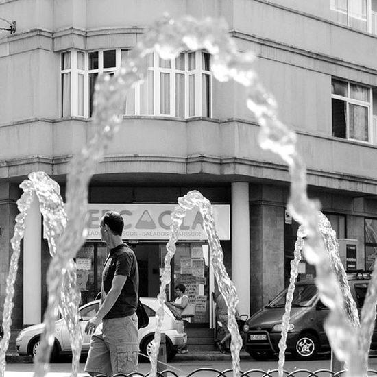 Laspalmasdegrancanaria Ig_europe Ig_canaryislands Ig_canarias_ Ig_laspalmas Canarios5estrellas Canariasviva Latituddevida Street Streephotography Water Instaamici Instagood Bnw Ig_bnw Fountain Canarias Canariasgrafias Ig_silhouette Bestsilhouette Citylife Canaryislands Ok_spain Ok_canarias 7islas_vips