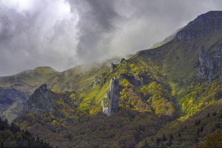 Fresh Produce Nature] fresh produce Dent de la rancune -Vallée de Chaudefour - Auvergne. Autumn Autumn Colors Trees Clouds And Sky Pictureoftheday Landscape Auvergne Rock Mountains