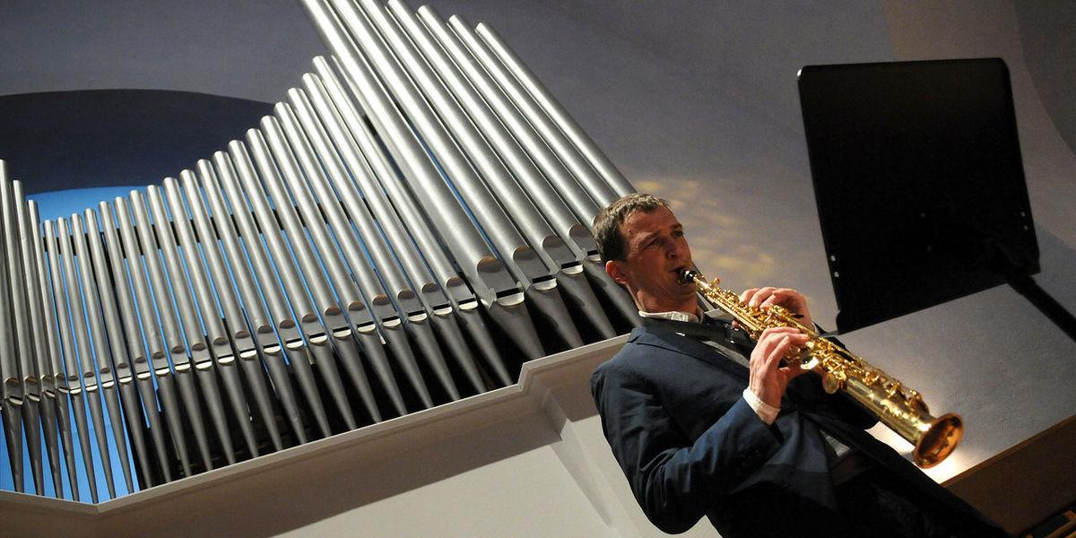 Arts Culture And Entertainment Indoors  Kirche Konzert Music Musical Instrument Musician One Person Orgelkonzert Performance Saxophone
