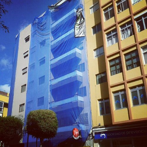 El edificio en cuarentena de la película REC, en plena Las Palmas de Gran Canaria. Rec Cuarentena Quarantine LasPalmas LPGC LasPalmasDeGranCanaria Edificio Building Blue City