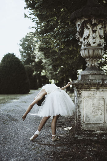 Ballerina Ballerina Photography Dancer Day Nature One Person Outdoors Statue Tutudress Young Adult