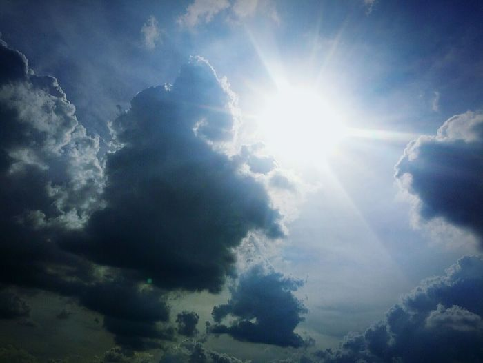 Sunbeam Sun Sunlight Bright Weather Nature Cloud - Sky No People Sky Outdoors Day Beauty In Nature The Week On EyeEm Sunlight Everning Sky Clouds And Sky Directly Above Cold Temperature Freedom Peacefull Light And Shadows Light - Natural Phenomenon EyeEmNewHere
