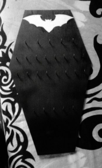 DIY necklace holder 😃 Goth Gothic Style Gothicgirl Gothgirl AllBlack Everything Black Coffin Coffins  Coffin Works Ataud Negro Batshitcrazy Batgirl Murcielago Murcielagos Pintura