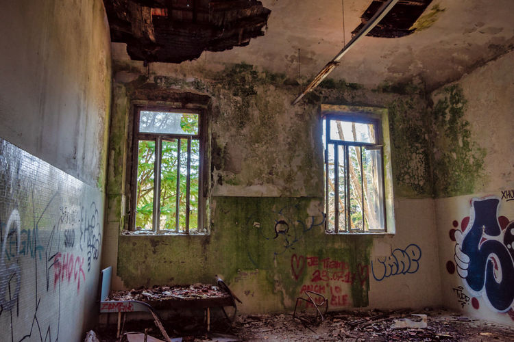 Window Abandoned Indoors  Damaged Decline No People Day Run-down Deterioration Messy Obsolete Bad Condition Home Interior Ruined Old Architecture Graffiti Destruction Broken House Ceiling Mental Hospital