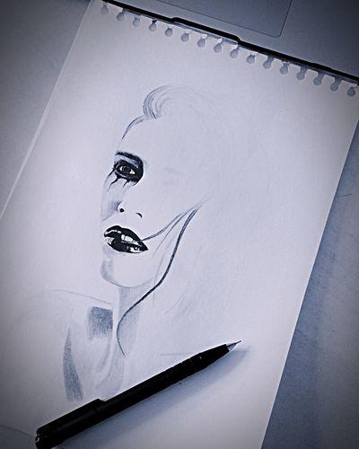 Nudze się i .... Kobieta Rysunek No People Indoors  Close-up Representation Drawing - Art Product Nature Low Angle View