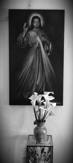 Señor de la misericordia. Altar Arte Sacro Religious Art Religioso Alcatraces Florero First Eyeem Photo Blanco Y Negro Black & White
