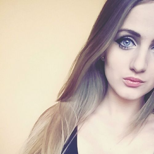 """pozwól mi nie mówić nic i tylko patrzeć"" follow me on the instagram - _throughtheglass_ After Very Long And Tiring Day Maybe UWanna Some  Rock'n'Roll Maybe One Day I'll Be Everything You Need. Polishgirl Longhair Beauty Blue Eyes Blonde Girl Damn Mood Eyeshadows Just Chillin' Followme Instagram"