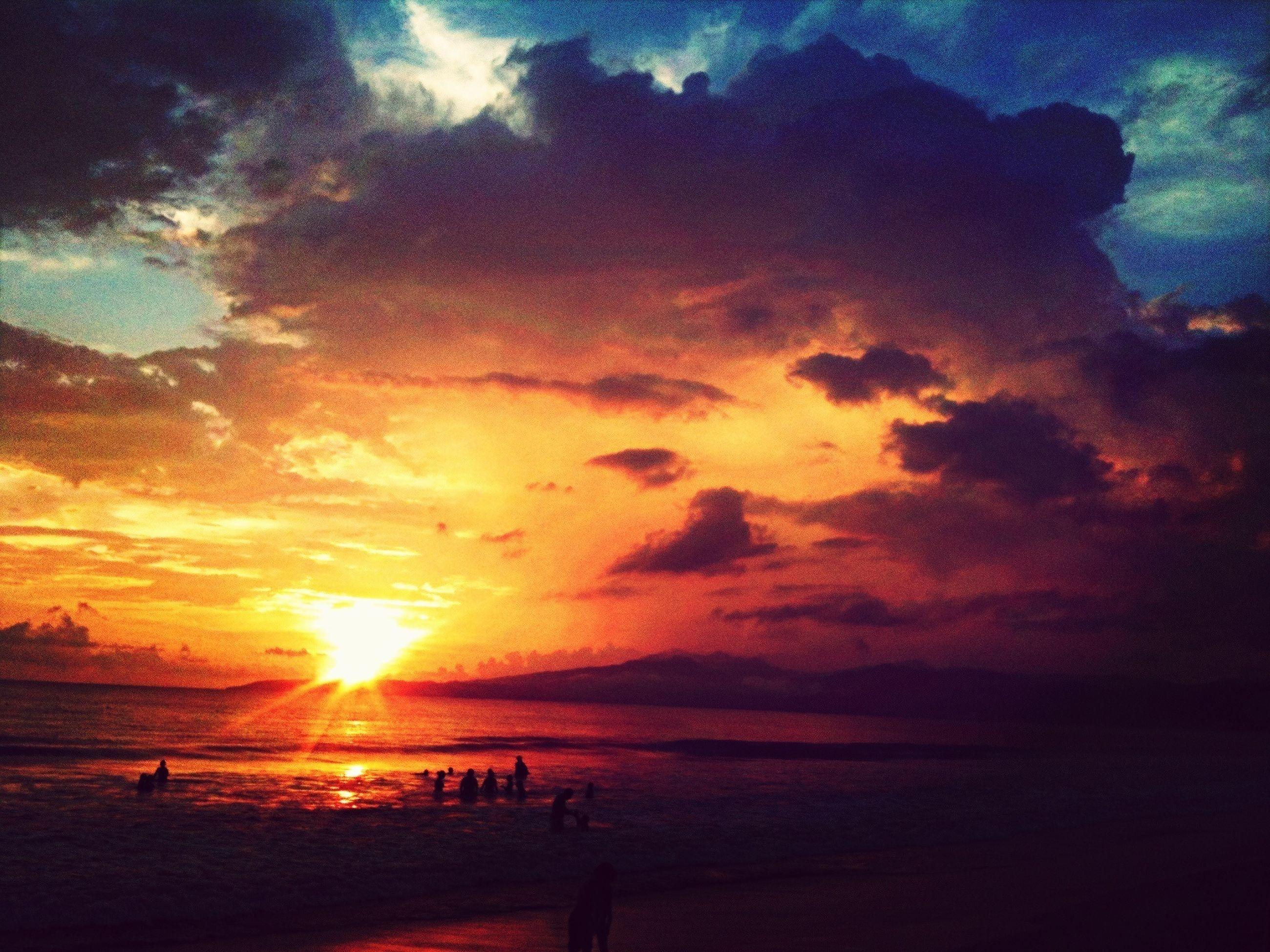 sunset, sky, sun, water, sea, scenics, cloud - sky, beauty in nature, silhouette, tranquil scene, tranquility, horizon over water, sunbeam, nature, sunlight, idyllic, cloud, orange color, reflection, cloudy