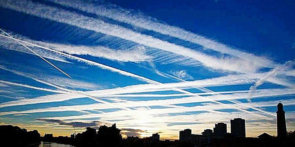Sky Building Exterior Urban Skyline Whatthefuckaretheyspraying Chemtrails GeoEngineering Low Angle View Aerosols Grid Pattern Agenda 21 Chemtrails London
