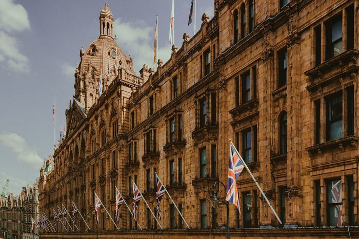 England Buildings Travelphotography Streetphotography London Building Exterior Architecture Built Structure Building Low Angle View Flag The Past History Sky No People City Outdoors Patriotism Travel Destinations Government