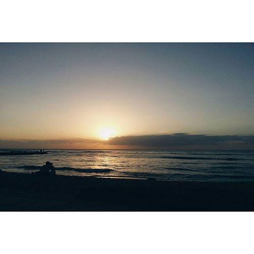 Back on the mainland, thinkin' 'bout these sunsets. 😚 Oahusunset Oahu Hawaiinei Hivibes Mainlandmonday