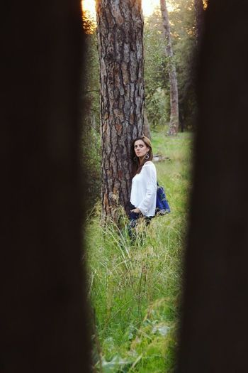 Through the tree... Portrait Nature One Person Front View Scratch Branch Tronc Only Women Grass Nature Women One Woman Only Outdoors Young Women Tree Casual Clothing Middlefocus Rome Italy🇮🇹 Scatti_italiani Park Villa One Young Woman Only Scattirubati Natura