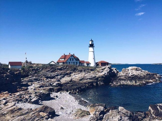 Light house in Portland Maine EyeEmNewHere Myownphotography Itookthispicture Takenwithaniphone FamilyTime Lighthouse Lighthouselovers EyeEmNewHere Lighthouse Beach Sky No People Sea Outdoors Building Exterior
