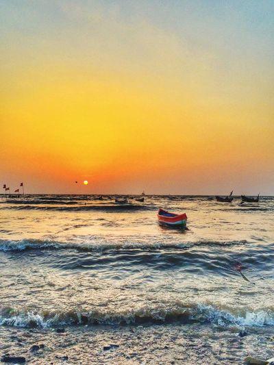 Defragmented notes of the sea. Nature Landscape Travel India Beach Boat Sunset Sun Natgeo Placesinindia Bandra Carterroad Mumbai Dailylife Peace My Favorite Photo Music Sounds BEATS People Of The Oceans