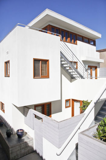 Modern Workplace Culture Architecture Balcony Building Exterior Built Structure Clear Sky Day Holiday Villa House Luxury Modern No People Outdoors Residential Building Sky Sunlight Sunny Villa Whitewashed Window