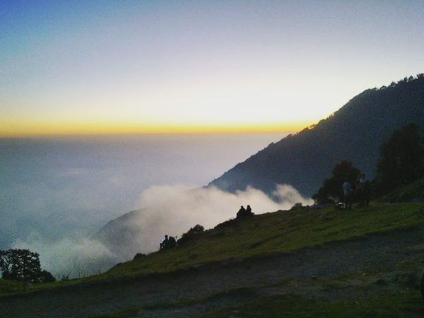 """""""Unforgettable sunset'' Horizon Silhouette Sunset Dusk Evening Dharamshala Winter Foggy Weather Triundtrek Triund Bluesky Likeapainting Explore India_ig Himachalpradesh Himachalpictures Nature Bestescapes Cloudporn Naturegram Maybe I am still there! 😂"""