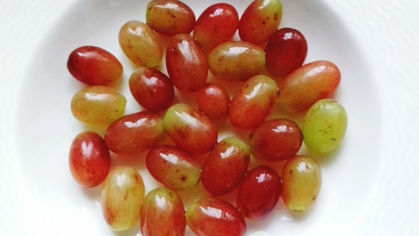 Fruit Food Healthy Eating Ready-to-eat No People Freshness Grapes 🍇 Plate Of Food Sweet Food Hi! Colourful Visual Feast Check This Out Hey There :) Taking Photos Plate Directly Above