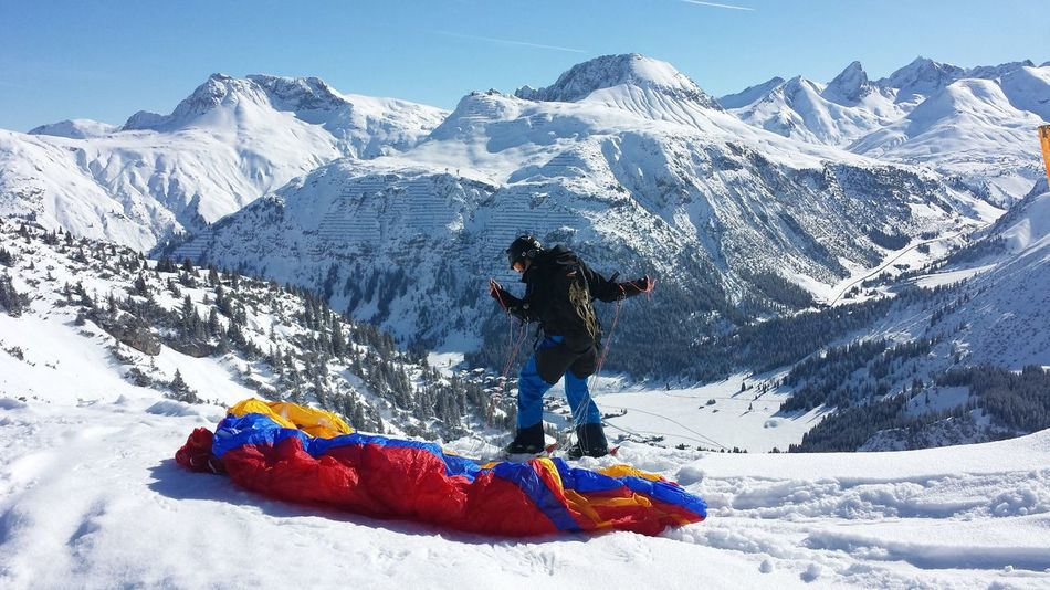 Paragliding Paraski Parachute Austria Check This Out Enjoying Life The High Life Mountain View Mountain Views Head In The Clouds Head For Heights Sankt Anton Sankt Anton Am Arlberg Mountains And Sky