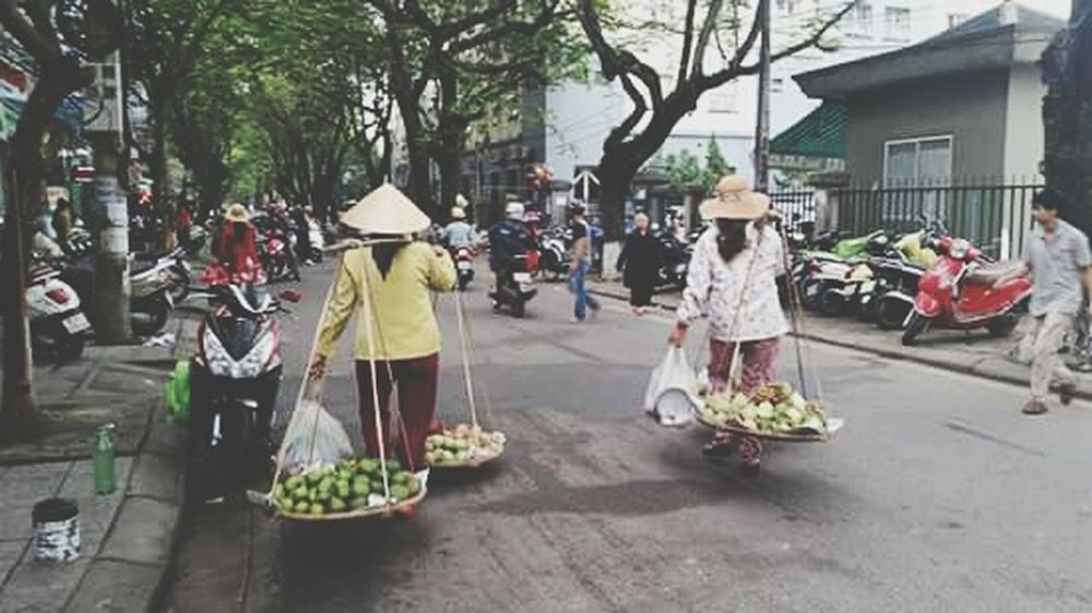 Taking Photos Vietnam Traveling Photography Ontheroad Travel People Humancondition Woman Power Working Hard increibles mujeres las asiaticas