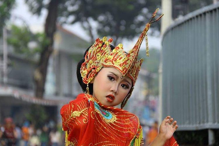 Berpose dulu ya de 😃😄😅 Festivaltarimerak Seribugerakmerak Tarimerak Bandung Asiaafrika Sarewumeraktandang