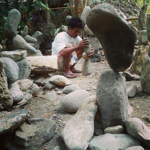 Ang galing ni kuyang magrock balancing ??? Kuyarocks haha xD
