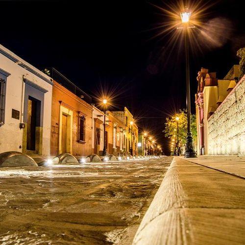 • A veces, solo a veces, he buscado la forma de olvidarte o el modo de quererte un poco menos... • OaxacaAPie MexInstantes_Express_007 e invito a @ernestofuca_87 Wo_ncity