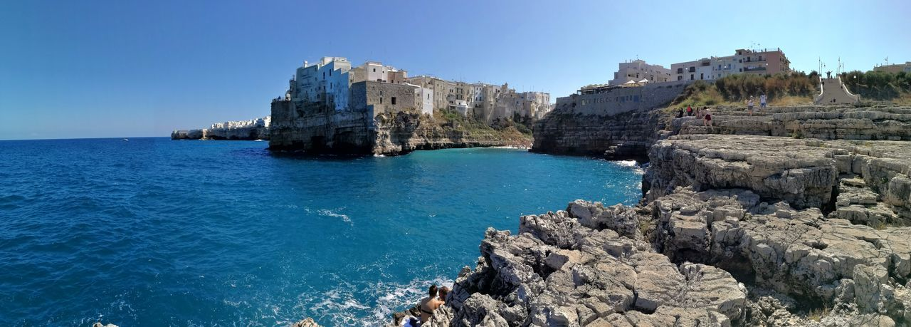 Foto panoramica del centro storico di Polignano a Mare dalla costa Panorámica Puglia Architecture Beauty In Nature Blue Building Exterior Built Structure Centro Storico Cliff Day Estate Land Mare Adriatico Nature Outdoors Rock Rock - Object Rocky Coastline Scenics - Nature Sea Sky Solid Travel Destinations Vacanza Water