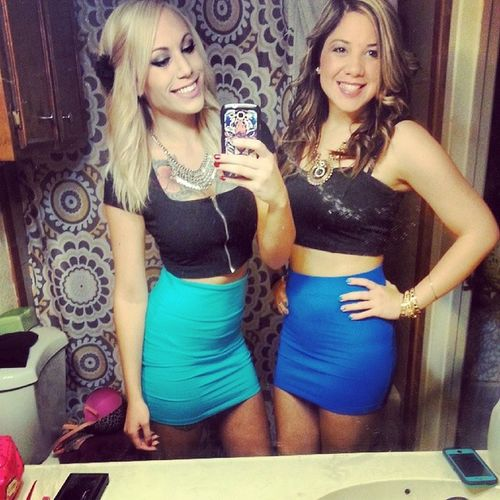 It's gunna be a great night with the Bff ! ♥ Girlsnighteverynight Whiskeyriver Friday blue smiles happy girlswithtattoos