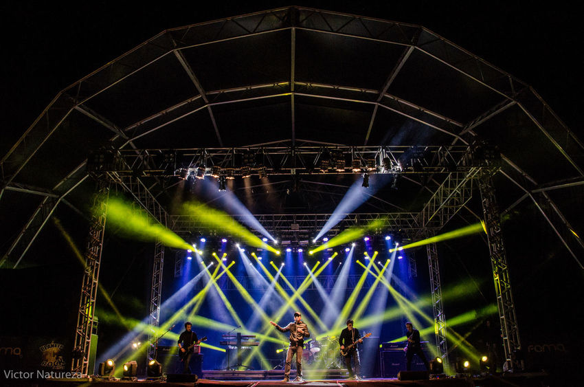Show dos Titãs no Planeta Rock 2016 Live Rock Rockmusic Titãs Victornatureza Vitaonatureza #Luz #sombra Sergiobritto Brancomello Planetarock Blue Indoors