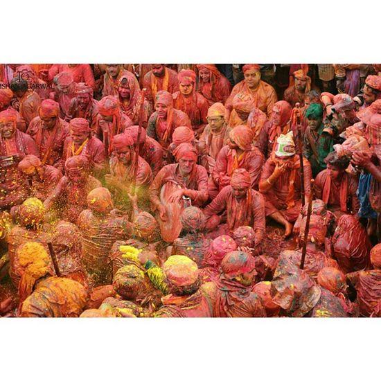 Ishanagarwalphotography Holi Lathmarholi Nandgaon barsanasamajholi2015pinkgreenOrangeredpinkgreenfestivalkrishnagopicoloursitsindiaindiaincredibleindia offsetimagesoffsetartist