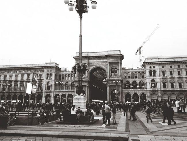 Capa Piazzadelduomo Milano Saturdayafternoon